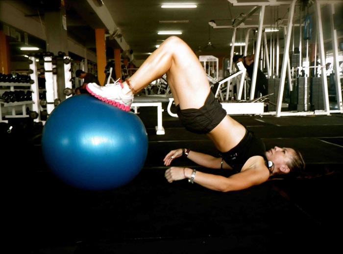 Упражнения с фитнес топка