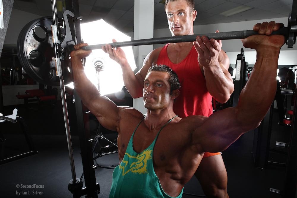 Упражнения и тренировки за рамо