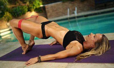 Упражнения с ластик за крака